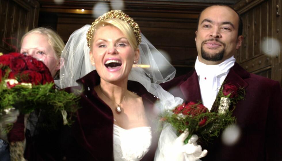 SKILT: I 2002 giftet Mia Gundersen seg med Marcel Lelienhof i Stavanger Domkirke. Foto: Erling Hægeland/Dagbladet