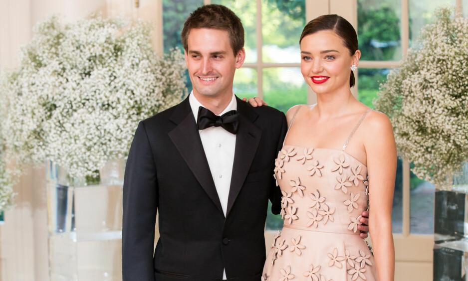 GAV HVERANDRE SITT «JA»: Evan Spiegel og Miranda Kerr giftet seg lørdag 27. mai, ifølge en rekke amerikanske medier. Her er de avbildet sammen på en middag i Det hvite hus i Washington D.C. Foto: Cheriss May/NurPhoto/ NTB scanpix