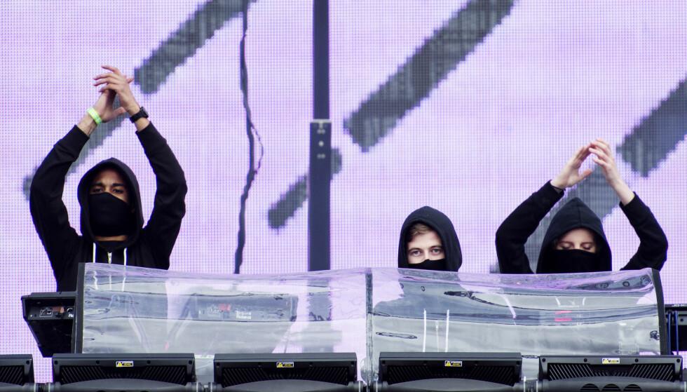 <strong>POPULÆR:</strong> Alan Walker (i midten) under en konsert i Stockholm. Foto: Izabelle Nordfjell / NTB Scanpix