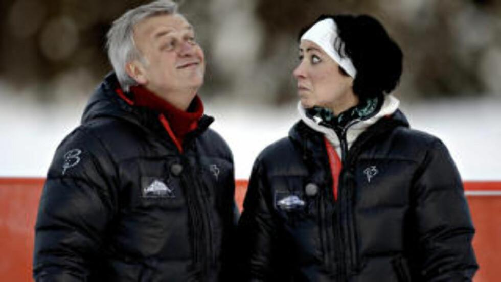 <strong>KLEDD I DÆHLIE:</strong> Programledere Halvard Flatland og Marte Kaasa Arntsen har blitt kledd opp av Dæhlie. Foto: Lars Eivind Bones