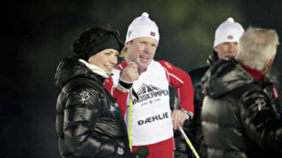 <strong>VARME JAKKER:</strong> Dæhlie har gitt varme jakker til både programleder Marte Kaasa Arntsen, og resten av nordmennene. Foto: Lars Eivind Bones
