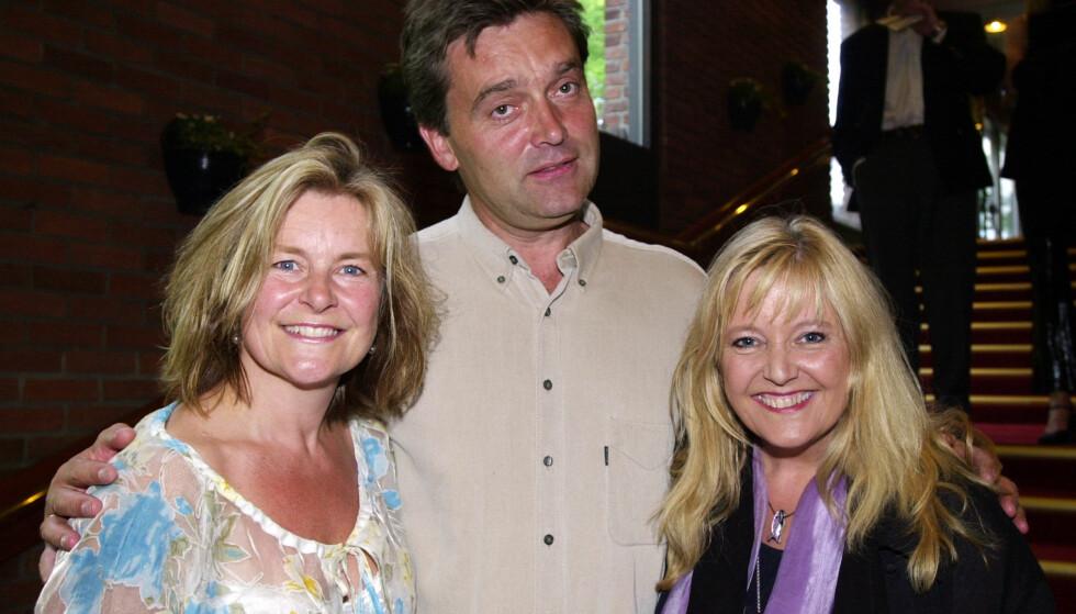 TRØST I MUSIKKEN: Elisabeth Andreassen har tidligere fortalt at det å stå på scenen er som medisin for henne. Her sammen med ektemannen Tor og Hanne Krogh (t.h.) i 2003. Foto: Erlend Aas / NTB scanpix