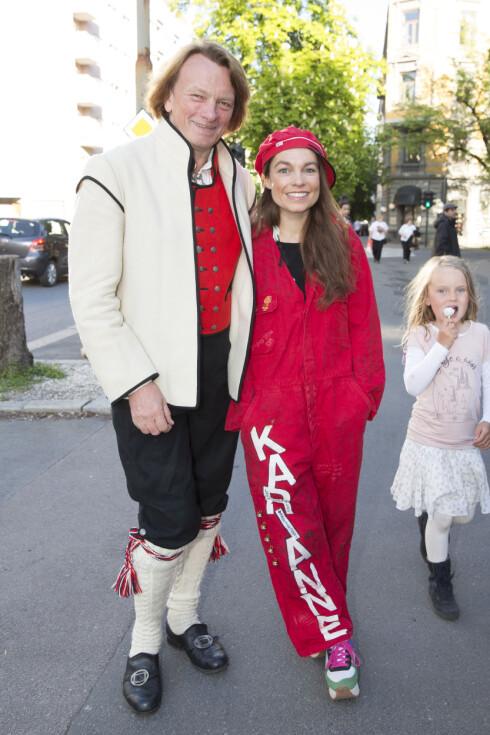 KOM UTKLEDD SOM RUSS: Jan Eggum og Kaia Huuse viste seg sist sammen på Petter Stordalens 16. mai fest. Da kom Kaia utkledd som russ, mens Jan Eggum kom i bunad Foto: Espen Solli