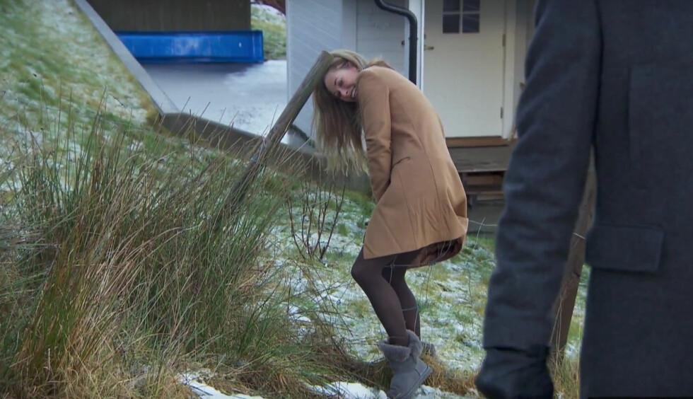 HUFFDA: Cecilie Lynum fikk lære at hastverk er lastverk da snarveien hun tok over gjerdet ikke var like enkel som hun hadde sett for seg. Foto: TV3