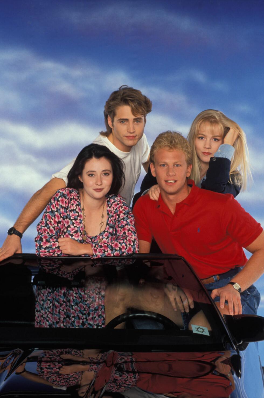 90-TALLS STJERNER: Jason Priestly, Shannen Doherty (nede t.v.), Ian Ziering og  Jennie Garth ble alle verdensberømte gjennom TV-serien «Beverly Hills 90210» Foto: SipaUSA