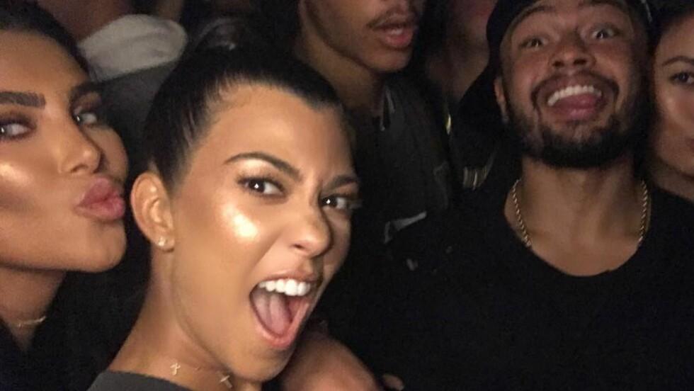 PÅ SJEKKEREN: Kourtney Kardashian skal ha funnet lykken igjen. Mannen på bildet er ikke hennes nye utkårede, men en av flere venner hun tilbragte helgen med. Foto: SipaUSA