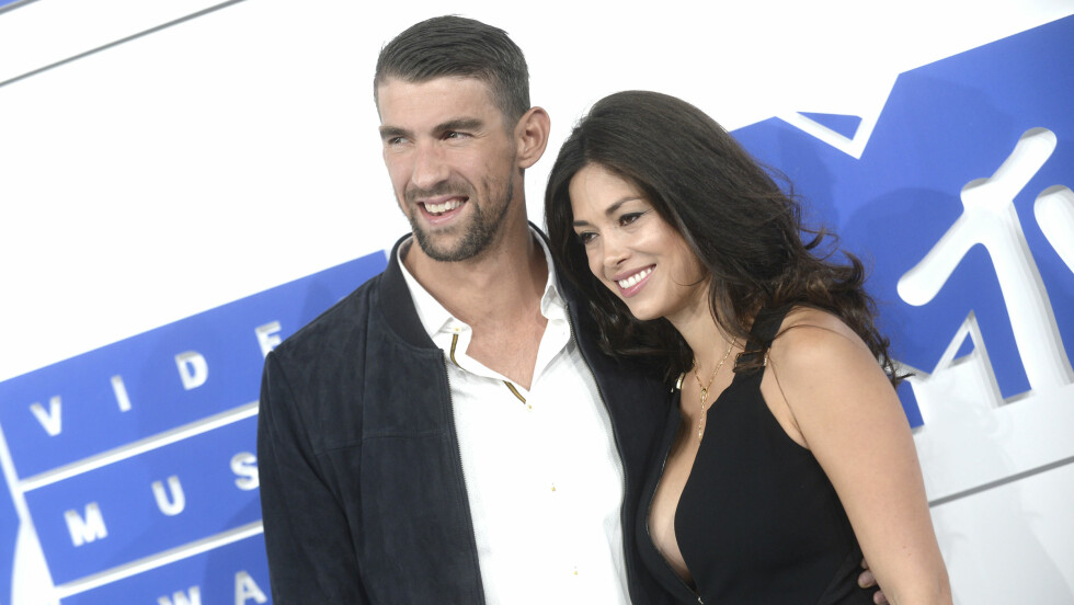 HOLDT TETT: Tilsynelatende var Michael Phelps og hans forlovede gift i over fire måneder før giftemålet ble kjent offentlig.   Foto: DPA