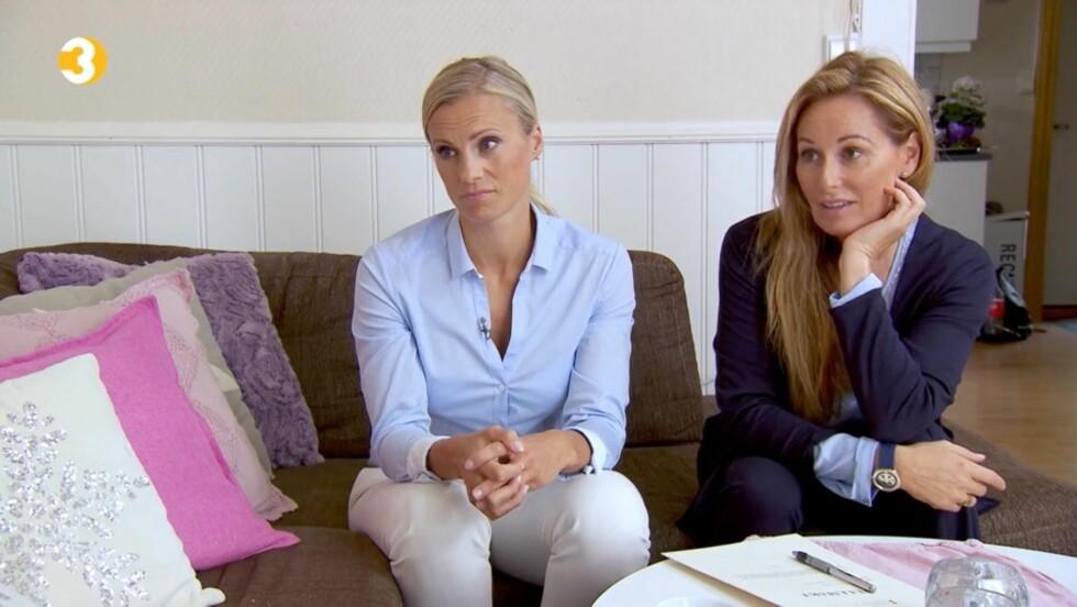 TAR EN ALVORSPRAT: «Luksusfellen»-ekspertene Silje Sandmæl og Cecilie Lynum legger ikke mye imellom overfor 23 år gamle Christina i ukens episode. Foto: TV3