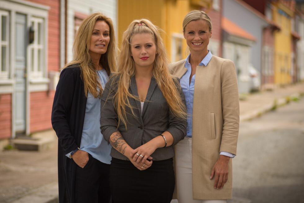 TAKKNEMLIG: Christina forteller at «Luksusfellen»-ekspertene Cecilie Lynum (t.v.) og Silje Sandmæl var både hyggelige og hjelpsomme. Foto: TV3
