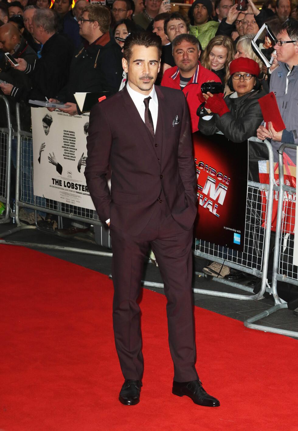 I BRUNT: «True Detective»-stjernen Colin Farrell i en burgunderfarget dress og matchende slips på «The Lobster»-visningen under BFI London Film Festival den 13. oktober. Foto: Zuma Press