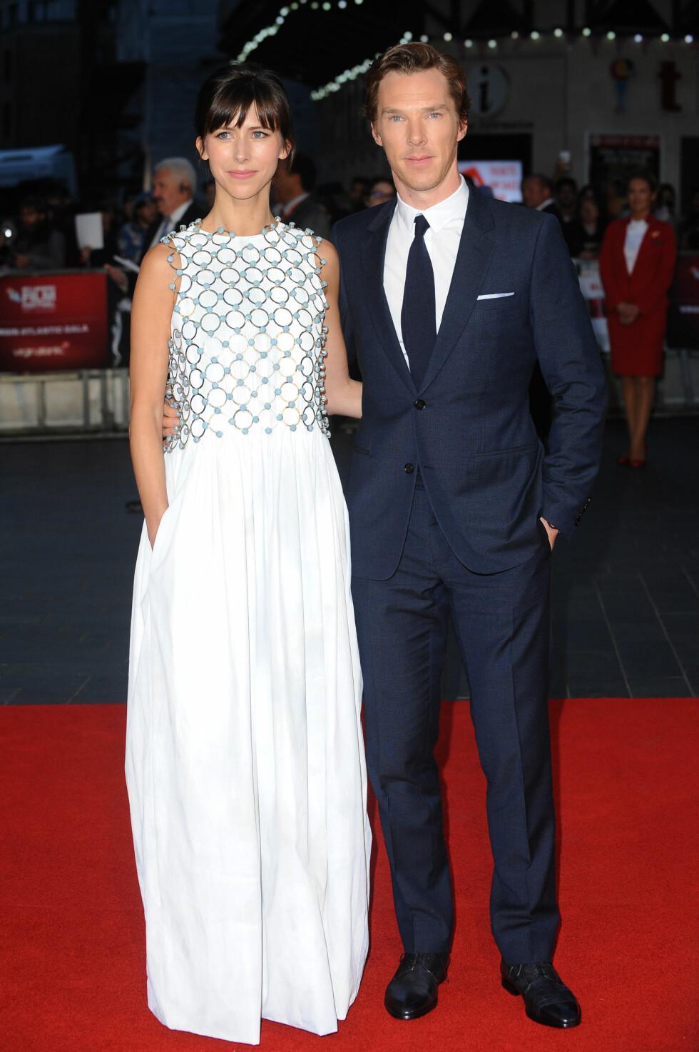 MATCHET IKKE: Ekteparet Benedict Cumberbatch og Sophie Hunter på «Black Mass»-visningen i sort og hvitt. Begge antrekkene var imidlertid fra Dior; hans fra Dior Homme og hennes fra Christian Dior Coutures høstkolleksjon.  Foto: Splash News