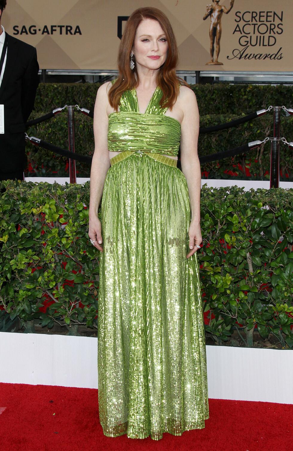 VÅGAL: Julianne Moore hadde på seg en lysgrønn kjole som passet fantastisk til hennes kobberrøde hår.  Foto: Broadimage