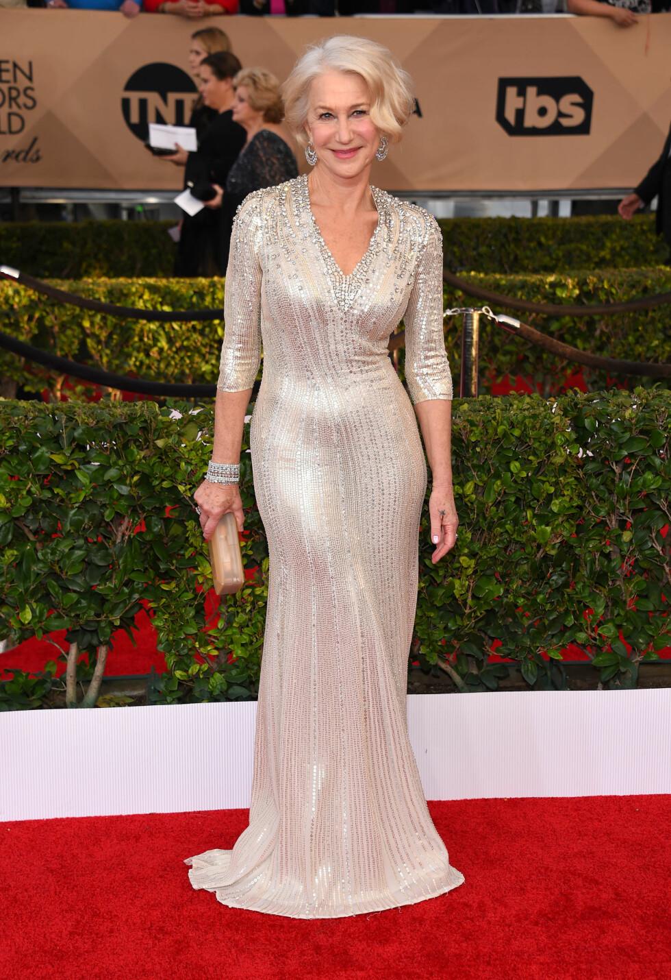 STRÅLTE I SØLV: Helen Mirren var lekker som alltid i paljettkjole i sølv.  Foto: Pa Photos