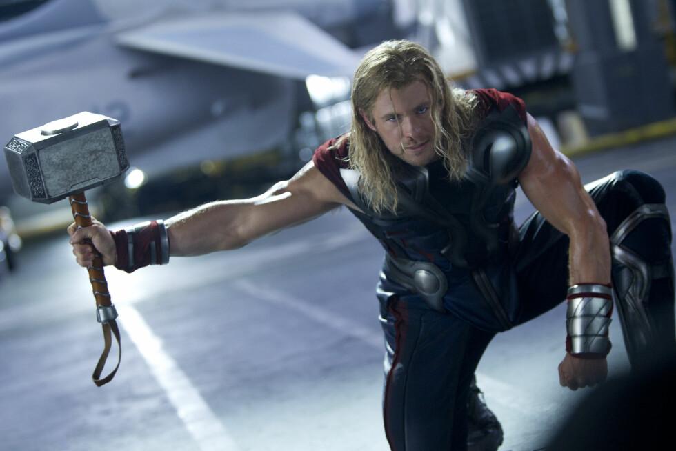 VELTRENT: Chris Hemsworth er blitt berømt for sine blonde lokker og svulmende muskler. Her i rollen som Thor i filmen «The Avengers» fra 2012. Foto: The Walt Disney Company Nordic/ Filmweb.no