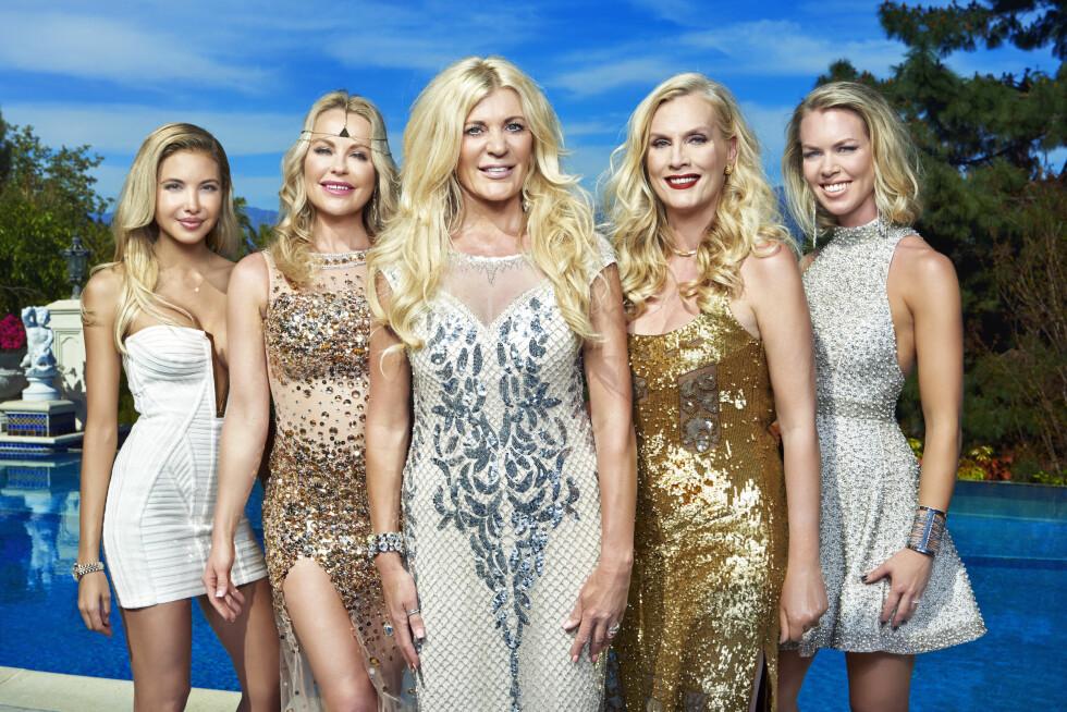 BERØMTE FRUER: Elena Belle, Åsa Vesterlund, Maria Montazami, Gunilla Persson og Sofie Prydz er alle kjent fra TV3-suksessen «Svenske Hollywoodfruer». Foto: TV3