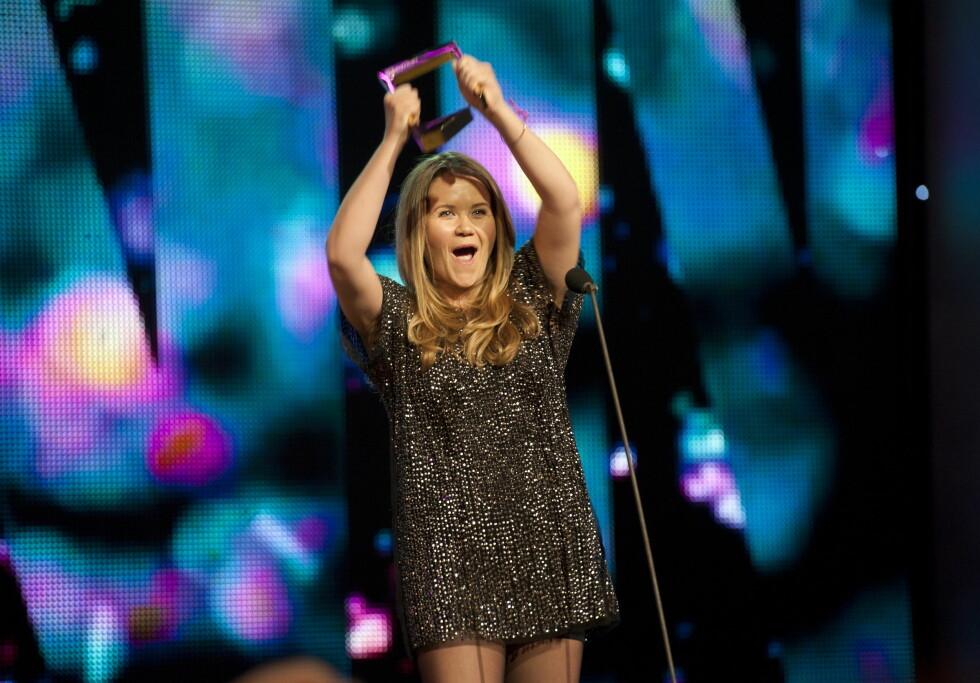 TV-SUKSESS: Live Nelvik har vunnet Gullruten to ganger de siste årene. Her mottar hun sin første Gullruten under prisutdelingen i Bergen i 2012, for «Årets navn».  Foto: NTB scanpix