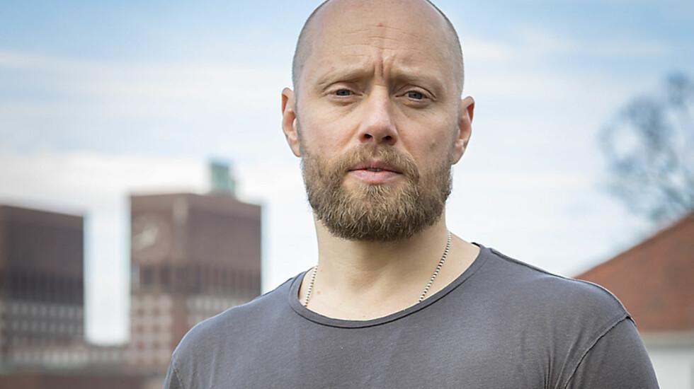 KREVENDE: Skuespiller Aksel Hennie, som er aktuell i rollen som Erling Riiser i NRK-serien «Nobel - Fred for enhver pris», legger ikke skjul på hvor utfordrende det kan være å endre fysikken sin for TV- og filmroller.  Foto: Carl Christian Raabe/ NRK