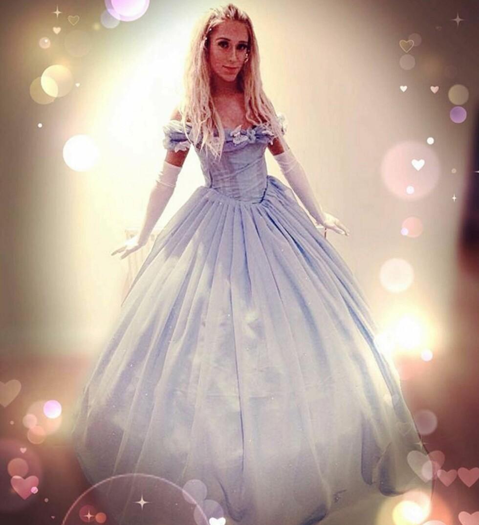 PRINSESSESTIL: Jamie viser seg fram i sin prinsessekjole. Foto: BULLS