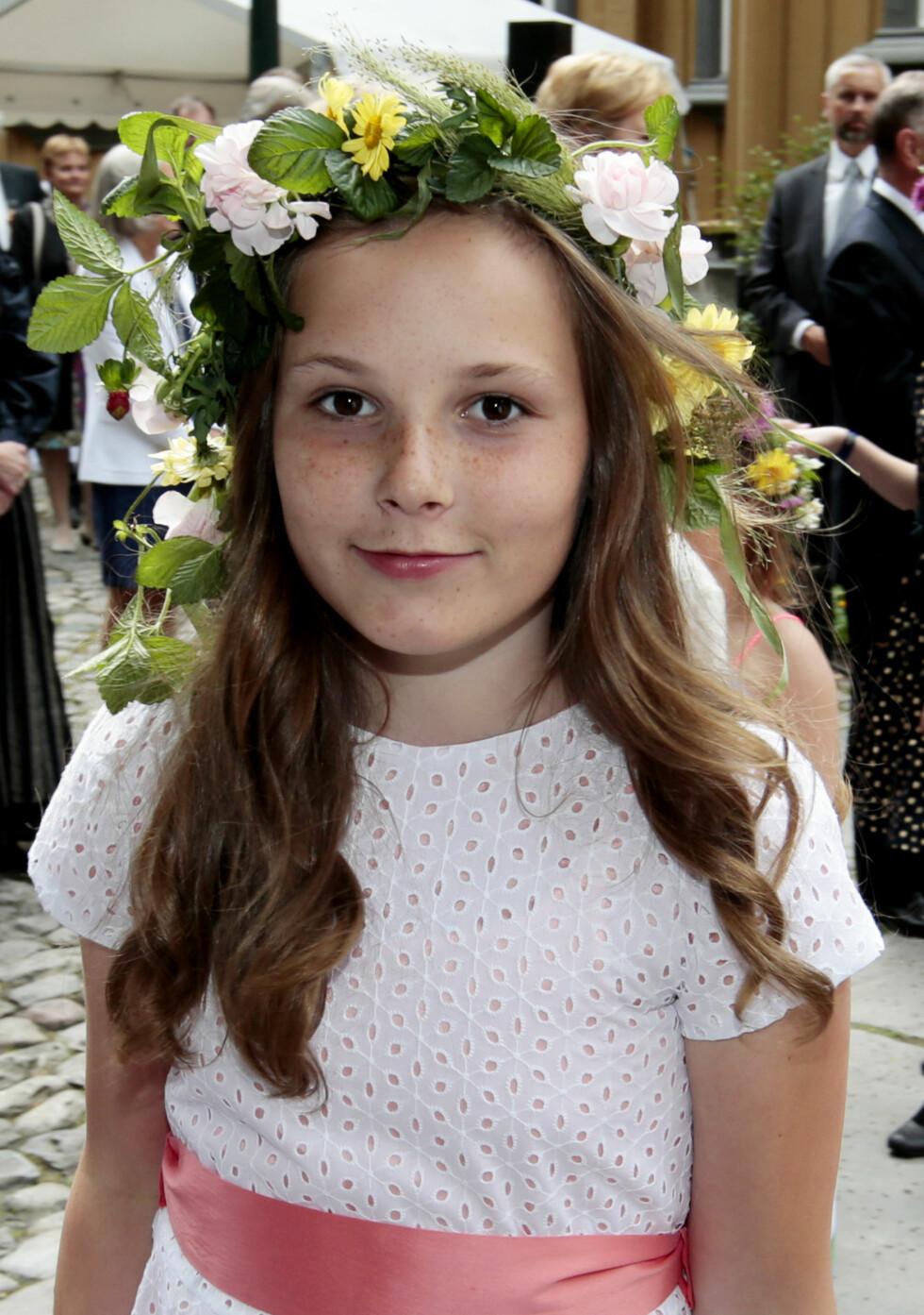 GÅR MED BØSSE: I tillegg til kronprinsesse Mette-Marit og kronprins Haakon, går også prinsesse Ingrid Alexandra med bøsse i dag.  Foto: NTB scanpix