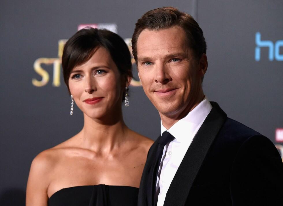FIN TID: Torsdag kveld strålte Cumberbatch og kona Sophie på den røde løperen under promoteringen av filmen «Doctor Strange». Foto: Afp