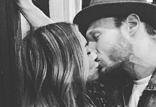 Hilary Duff bekrefter romansen med kyssebilde