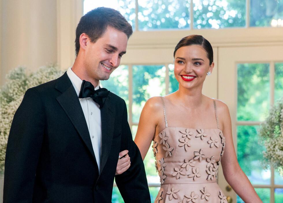 PAR I HJERTER: Snapchat-grunderen og Miranda Kerr forlovet seg i juli i år.  Foto: Ap