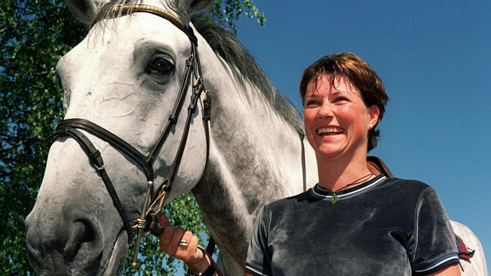 HESTEGLAD: Prinsesse Märtha Louise var en dreven sprangrytter i mange år. Her i Lier i 1999, sammen med hesten Lenaro.  Foto: NTB scanpix