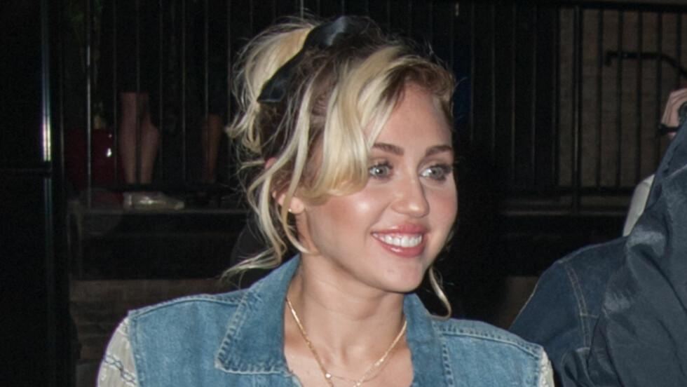 ÅPEN: Miley Cyrus (23) forteller om sin første kjæreste i et intervju med magasinet Variety.  Foto: Splash News