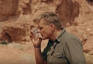 Her drikker Dag Otto sin egen urin