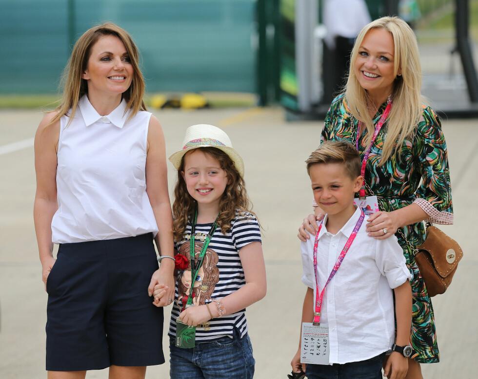 NÆRE VENNINNNER: Her er Geri og datteren Bluebelle sammen med Emma Bunton og hennes sønn Beau under bilracet British Grand Prix i fjor. Foto: Reuters