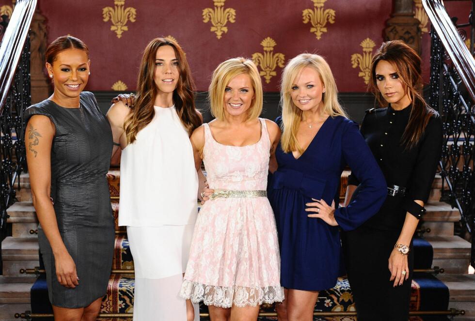 SANG UNDER OL: Sist gang Spice Girls ble gjenforent var i 2012 i forbindelse med avslutningsseremonien til OL i London. Fra ventre: Mel B, Mel C, Geri, Emma og Victoria.  Foto: Pa Photos