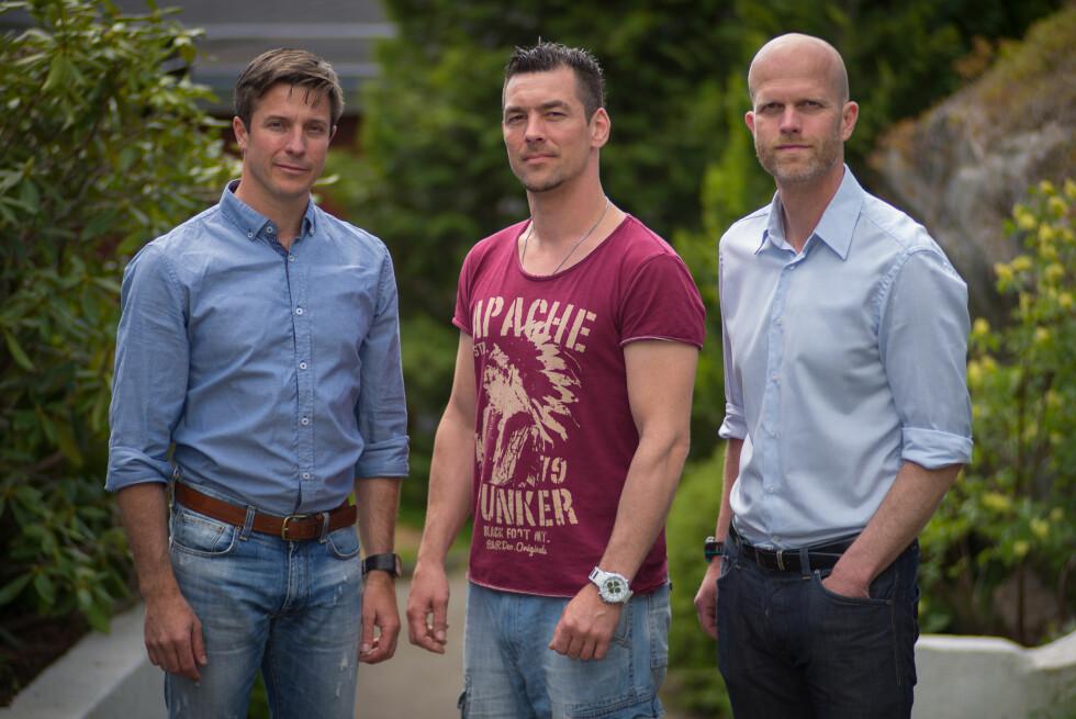 FÅR HJELP: Robert Speare og Hallgeir Kvadsheim forsøker å hjelpe Thomas Hansen med økonomien i onsdagens utgave av «Luksusfellen». Foto: TV3