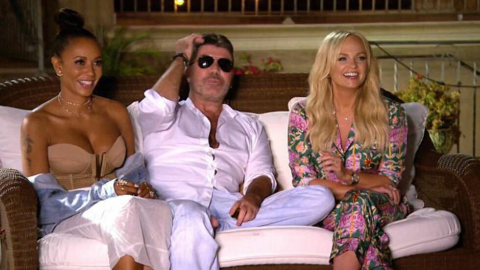 <strong>PINLIG AFFÆRE:</strong> Simon Cowell (i midten) har sett seg nødt til å avkrefte at han viser kjønnsorganet på direkten. Foto: ITV