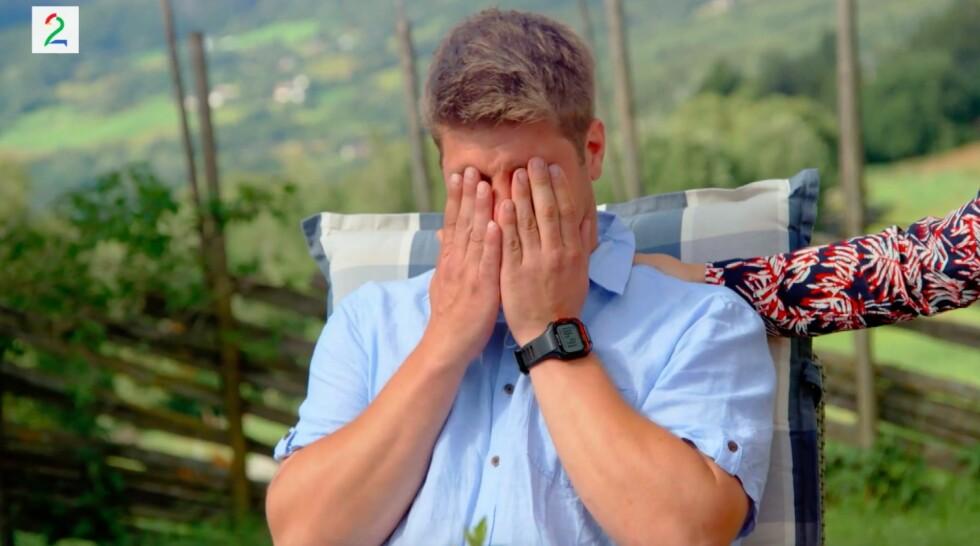 UTLADNING: Etter å ha fattet ukens vanskelige valg i «Jakten på kjærligheten», bryter bonden Sondre Stubrud sammen i gråt. Foto: TV 2