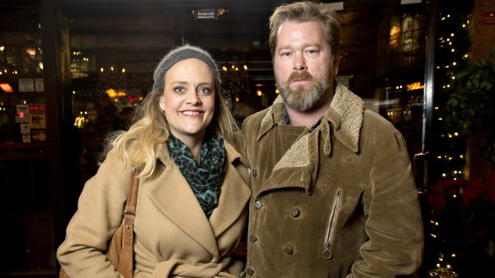 SKILLES: Det profilerte skuespillerparet Fridtjov Såheim og Henriette Steenstrup går fra hverandre etter ti års ekteskap. Her er de sammen på «Tusvik og Tønne»-premiere på Latter i 2015. Foto: Espen Solli