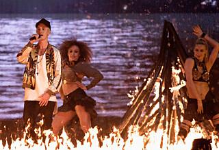 «Bieber-Mona» tok med kollegene på byen