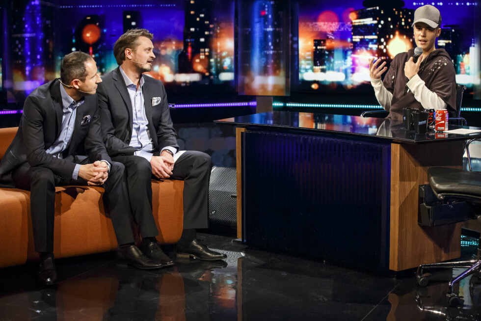 TOK OVER: Da Justin Bieber gjestet Senkveld, var det mange norske fans som hadde svært høye forventninger til Norgesbesøket. Popstjernen ville gjerne styret showet selv, og satte seg i programlederstolen til Thomas Numme. Foto: NTB scanpix