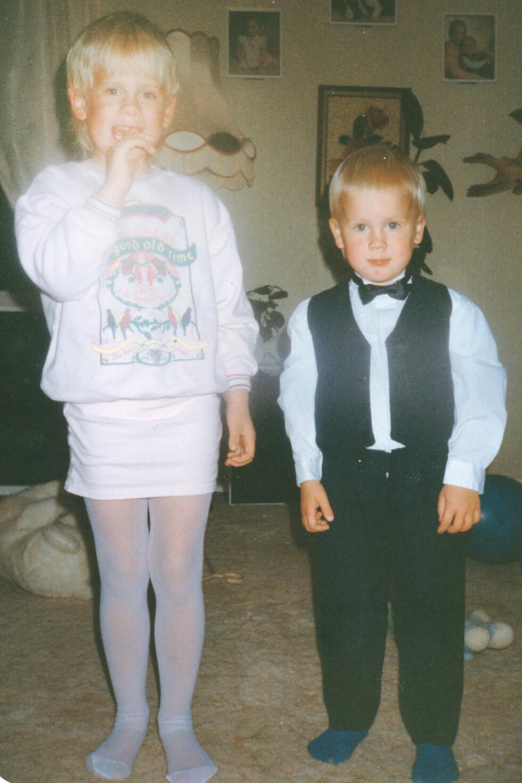 BROR OG SØSTER: Da Else-Lill var liten ønsket hun seg bestandig de samme guttelekene som lillebror Frank-Ove fikk. Foto: PRIVAT/Se og Hør