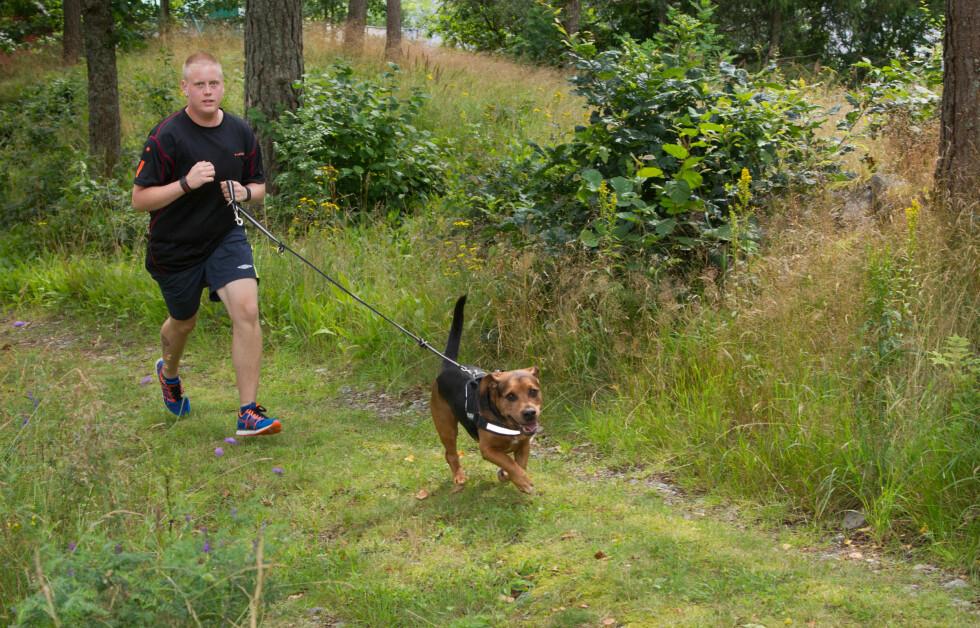 ET NYTT LIV: Espen Andre Heum Fredriksen har gått ned over 60 kilo i vekt. Nå elsker han de daglige treningsturene i skog og mark.  Foto: Svend Aage Madsen/Se og Hør
