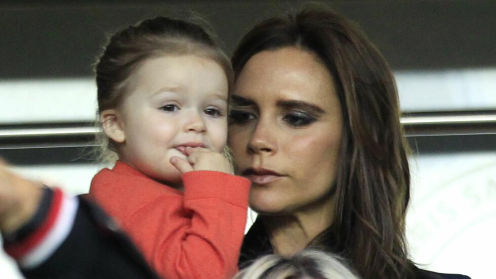 STOLT MOR: Victoria Beckham er utvilsomt stolt av sine fire barn. Her avbildet sammen med datteren Harper, som i sommer fylte fem år.  Foto: Ap