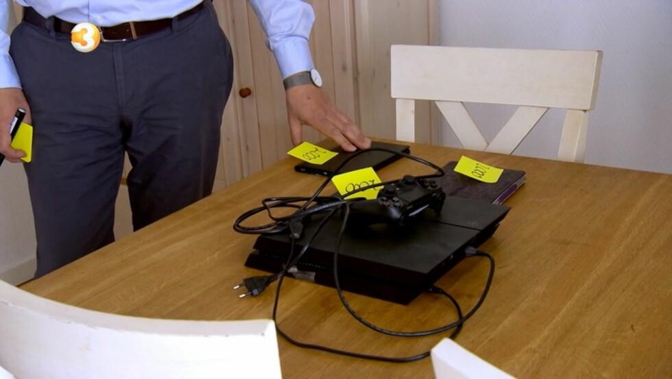 MÅ SELGES: En Playstation og en Ipad er blant det Bjørn må kvitte seg med for å kutte ned på gjelden. Foto: TV3