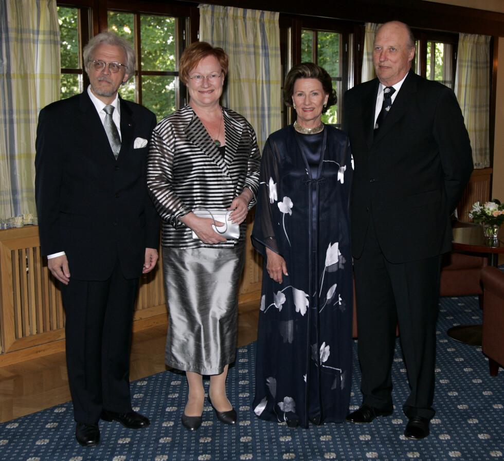 ANDRE GANG: Kongeparet var også på statsbesøk i Finland i 2007.  Da var Tarja Halonen president, og dermed de norske gjestenes vertinne.  Foto: NTB scanpix