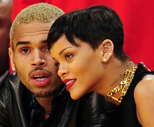 VOLDELIG FORHOLD: I februar 2009 sjokkerte bildene av en forslått Rihanna en hel verden. Det var hennes daværende kjæreste Chris Brown (t.v) som banket henne opp. Flere ganger siden er Brown blitt strafferettslig forfulgt.  Foto: Afp