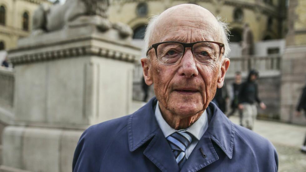 RAMMET AV KREFT: Politiker Kåre Willoch sier til Her og Nå at han behandles for kreft, men at det ikke står så verst til med formen hans.  Foto: Aftenposten/ NTB Scanpix