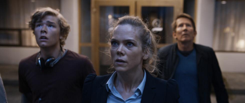 SUKSESSFILM: Jonas Oftebro (t.v) spiller i den populære filmen «Bølgen». Her sammen med motspiller Ane Dahl Torp.  Foto: Filmweb