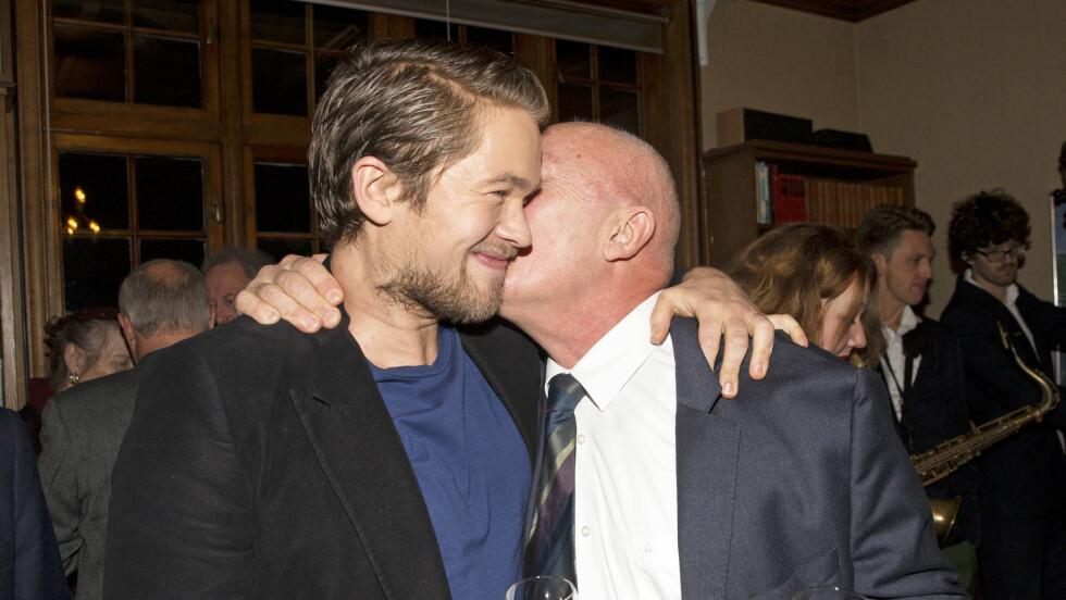 STOLT OVER SØNNEN: Nils Ole Oftebro er stolt over suksessen til sønnen Jakob Oftebro. I kveld blir Jakob å se som programleder under Amandaprisutdelingen.  Foto: Aller Media NO