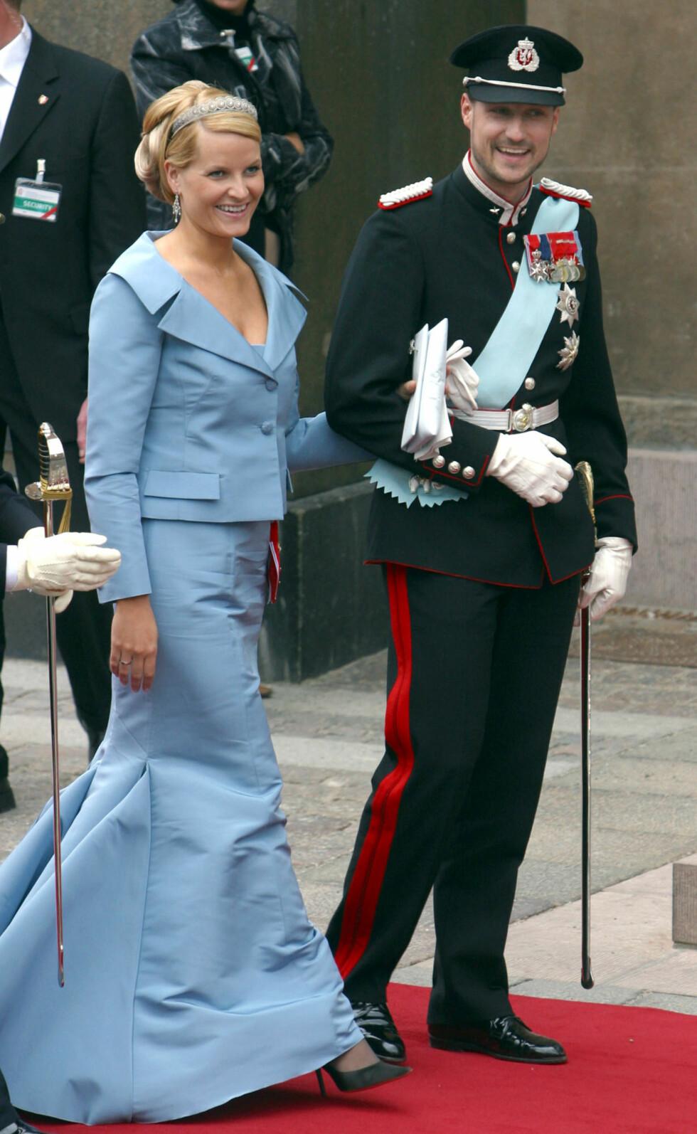 2004: Her ankommer paret bryllupet til danske prins Frederik og australske Mary i København.  Foto: Ap