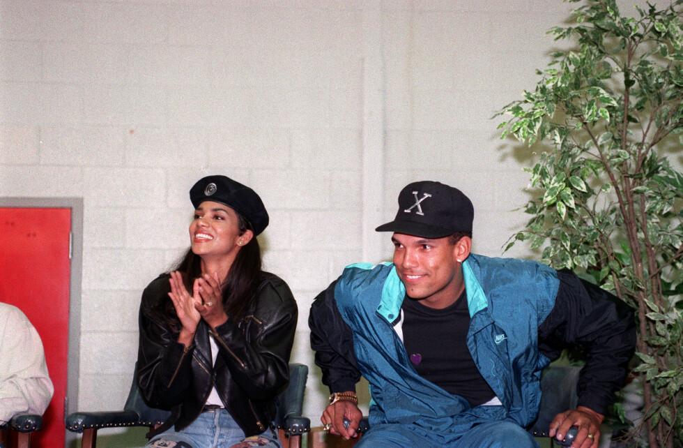 FØRSTE EKTEMANN: Halle Berry og baseballstjernen David Justice giftet seg etter å ha kjent hverandre i underkant av ett år. Her er de avbildet sammen i mai 1993. Foto: Ap