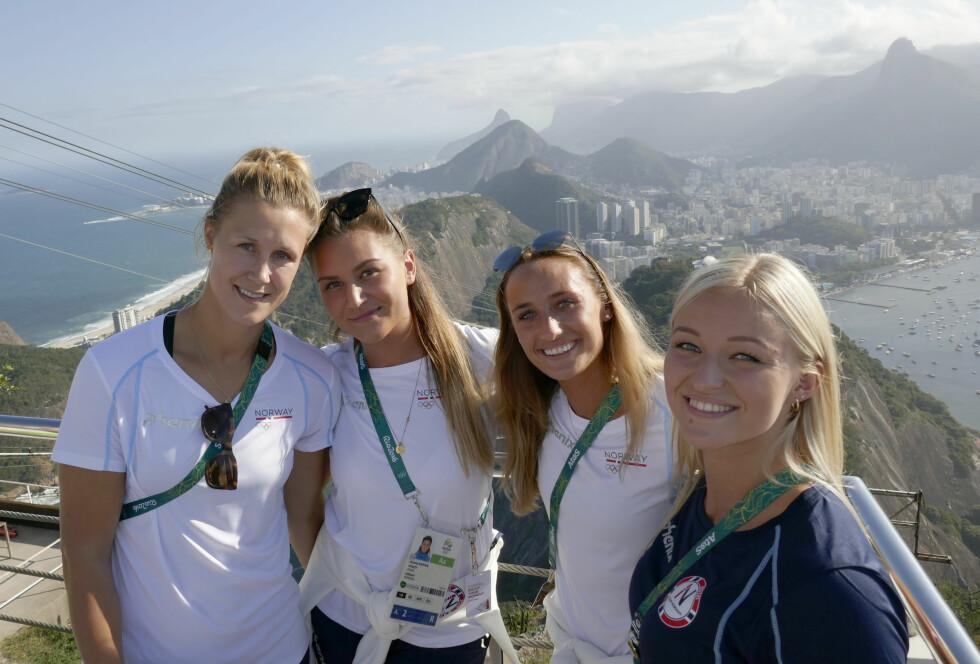 Camilla Herrem (nummer tre fra venstre) er for tiden på plass i Rio de Janeiro for å spille under sommer-OL. F.v. Marit Malm Frafjord, Amanda Kurtovic, Camilla Herrem og Stine Bredal Oftedal.  Foto: NTB scanpix