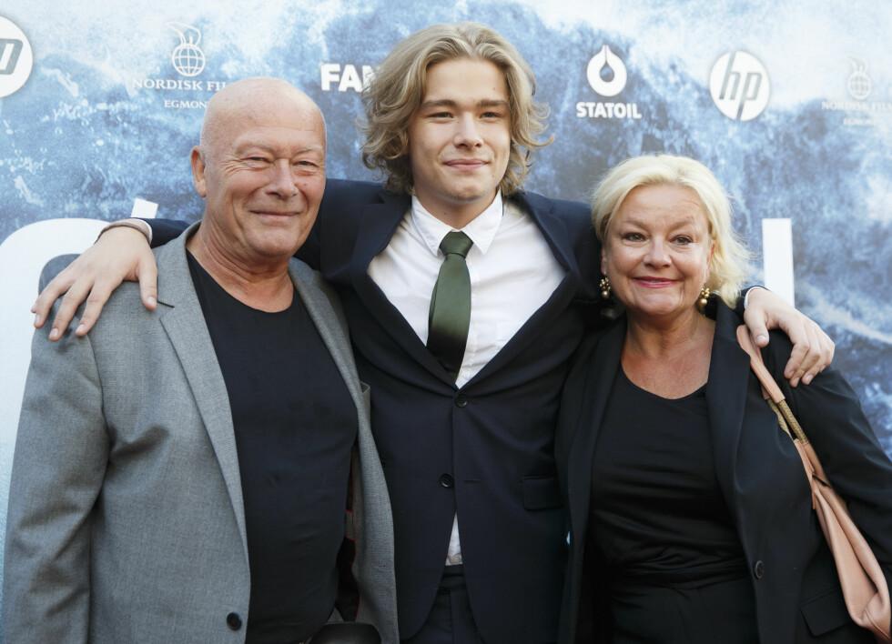 SKUESPILLERFAMILIE: Nils Ole Oftebro og Anette Hoff har vært et par de siste 26 årene. De har sønnen Jonas sammen, som også har blitt skuespiller.  Foto: NTB scanpix